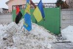 Активисты высыпали 5 тонн снега под дом Вилкула